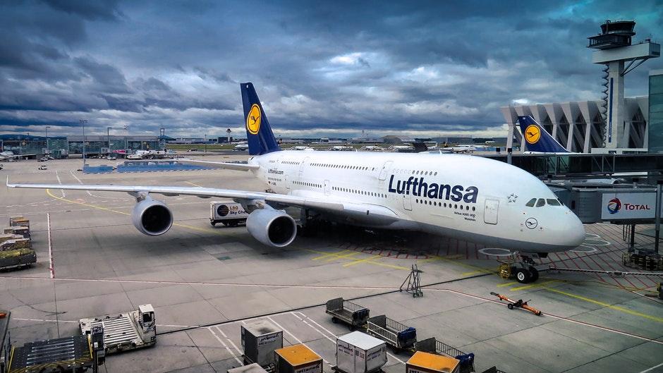 lufthansa plane at gate